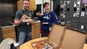 US shutdown: Canadian air traffic controllers send pizza to US workers